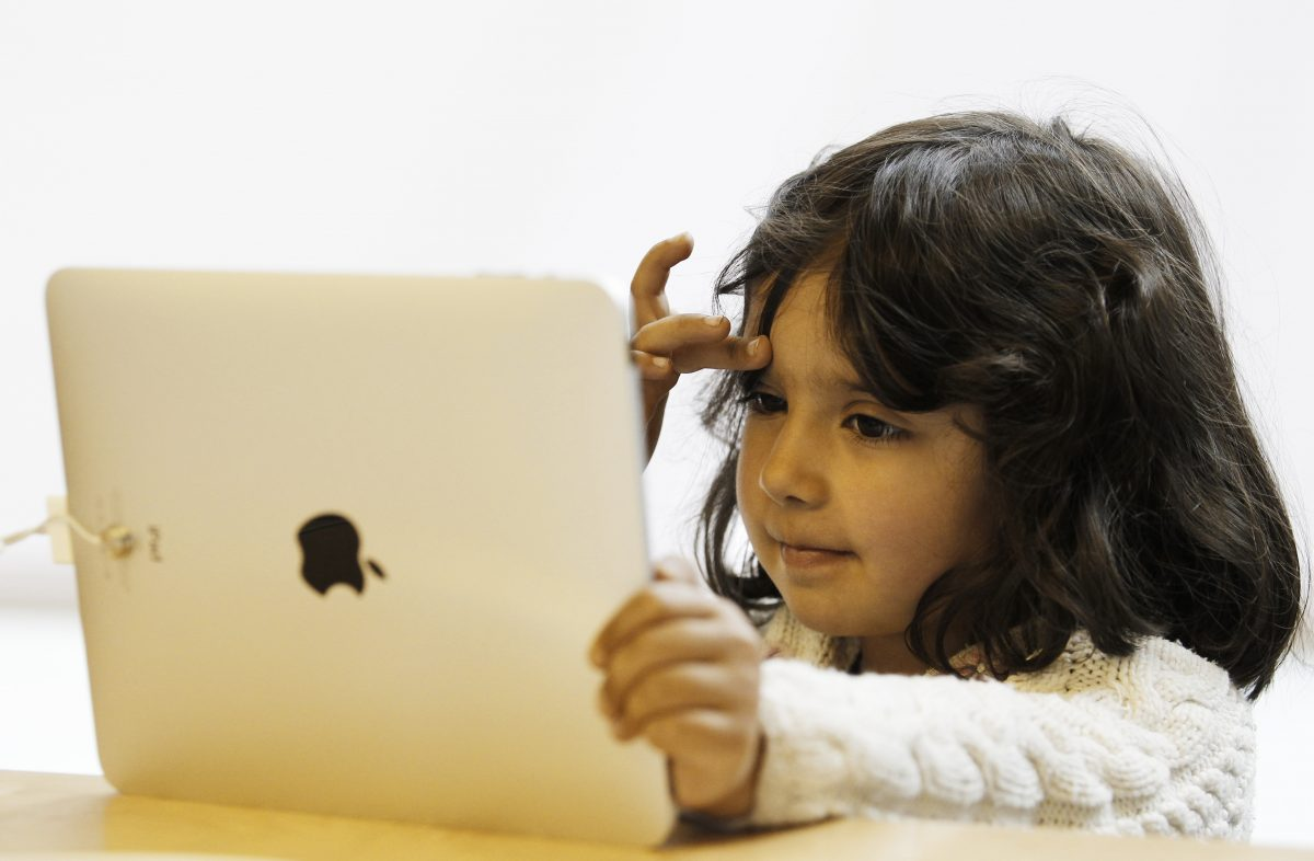 A girl uses an iPad at an Apple store