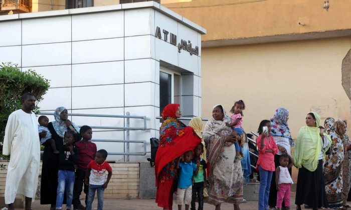 Residents stand outside an automated teller machine (ATM) in Khartoum, Sudan on Nov. 8, 2018. (Mohamed Nureldin Abdallah/Reuters)