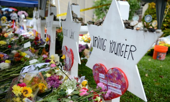 Flowers and other items have been left as memorials outside the Tree of Life synagogue following last Saturday's shooting in Pittsburgh, Pennsylvania, on Nov. 3, 2018. (Alan Freed/File Photo/Reuters)