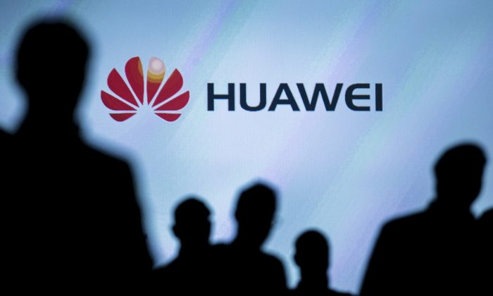 Journalists follow the presentation of a Huawei smartphone ahead of the IFA Electronics show in Berlin, Germany on Sept. 2, 2015. Meng Wanzhou, deputy chair of Huwaei's board, was arrested in Canada on Dec. 1, 2018 on suspicion she violated U.S. trade sanctions. (Hannibal Hanschke/Reuters)