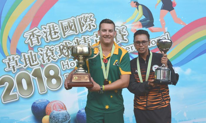 Australian Benjamin Twist (left) and Malaysia Siti Zalina Ahmad happily holding their Hong Kong International Bowls Classic singles trophies after winning their respective finals on Sunday, Nov 11, 2018 at Craigengower Cricket Club. (Stephanie Worth)
