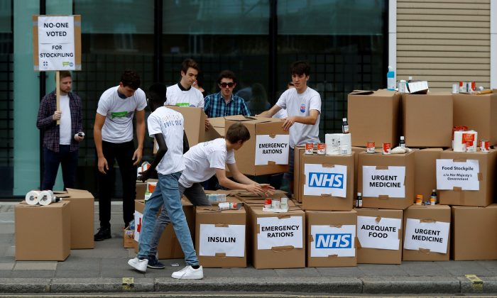 Protesters demonstrate against the possible stockpiling of medecines and food in the event of a no-deal Brexit in London, Britain, on Aug 22, 2018. (Peter Nicholls/File Photo/Reuters)