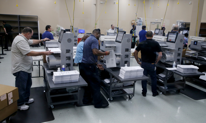 Elections staff load ballots into machines as recounting begins at the Broward County Supervisor of Elections Office on November 11, 2018 in Lauderhill, Florida. (Joe Skipper/Getty Images)