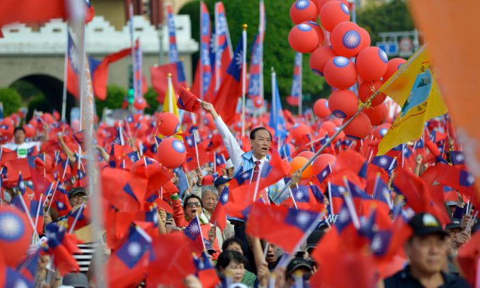 Attendees of a political campaign rally wave Taiwan flags, in Taipei on Nov. 11, 2018. (Chris Stowers/AFP/Getty Images)