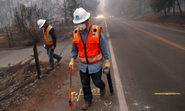 Employees of Pacific Gas & Electric (PG&E) mark gas lines in the aftermath of the Camp Fire, Nov. 14, 2018. (Reuters/Terray Sylvester)