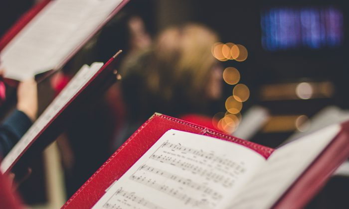 Lung disease patients benefit from regular singing and the challenge of learning to performing longer lines and more difficult tunes. (David Beale/Unsplash)