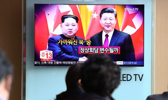 South Koreans watch a television broadcast reporting the North Korean leader Kim Jong-un met with Chinese leader Xi Jinping, airing at the Seoul Railway Station in Seoul, South Korea on March 28, 2018. (Chung Sung-Jun/Getty Images)