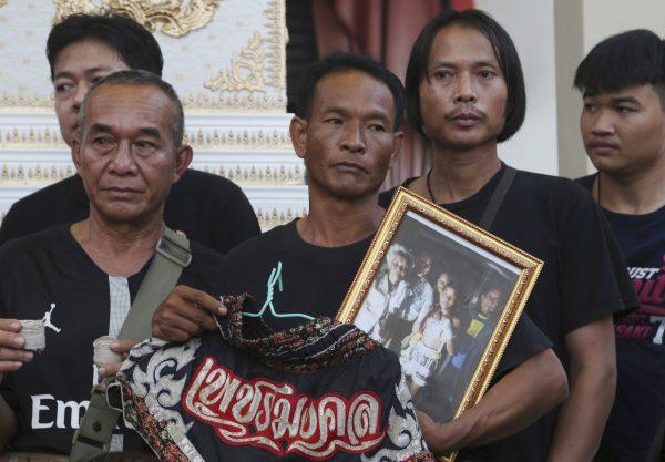 Relatives Thai kickboxer Anucha Tasako