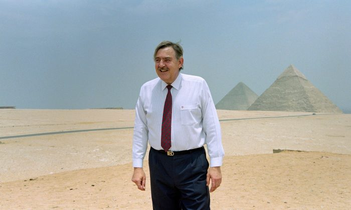 South African Foreign Minister Pik Botha visits the pyramids of Giza during a diplomatic visit in Egypt on May 25, 1993. (MANOOCHER DEGHATI/AFP/Getty Images)