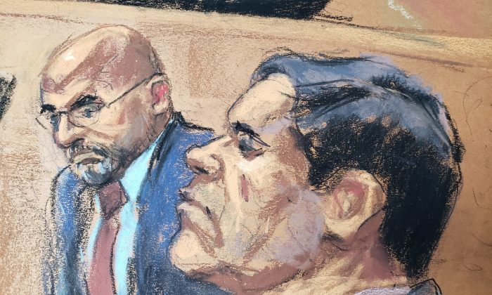 """The accused Mexican drug lord Joaquin """"El Chapo"""" Guzman (R), appears with defense attorney A. Eduardo Balarezo (L) in this courtroom sketch as he appears in Brooklyn federal court in New York on Nov. 19, 2018. (Jane Rosenberg/Reuters)"""
