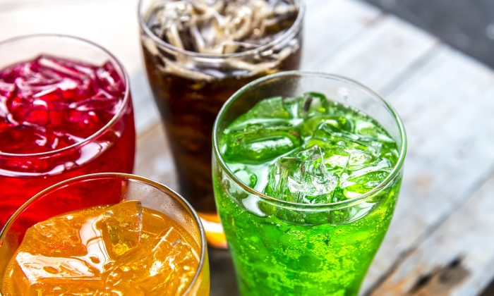 Stock photo of drinks containing ice cubes. A new report has found fecal matter contamination of ice in four major pub chains in the UK. (Pixabay/rawpixel)