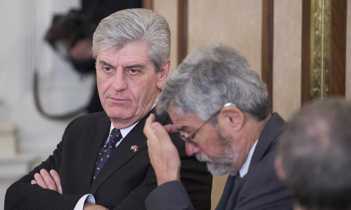 Mississippi Gov. Phil Bryant (L) during a meeting of the National Governors Association at the White House on Feb. 23, 2015. (Jim Watson/AFP/Getty Images)
