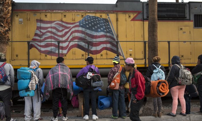 Central American migrants, part of the Central American caravan trying to reach the United States, continue their journey as they prepare to leave Mexicali, Mexico, on Nov. 20, 2018. (Rodrigo Abd/AP Photo)