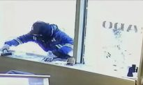 Jewelry Store Employees Use Swords to Fight Off Robbers