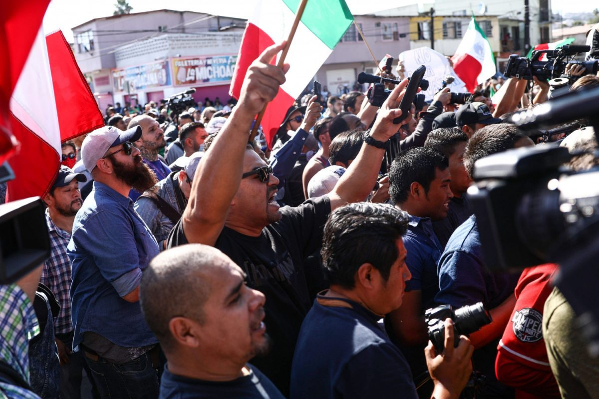 Mexicans protest against the Central American migrants