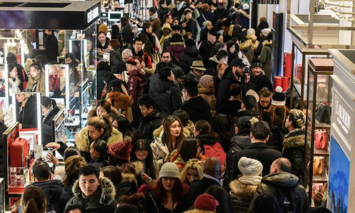 A large crowd of people shop during a Black Friday sales event at Macy's flagship store on 34th St. in New York City, on Nov. 22, 2018. (Stephanie Keith/Reuters)