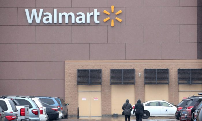 Customers shop at Walmart store in Chicago, on Jan. 11, 2018. (Scott Olson/Getty Images)