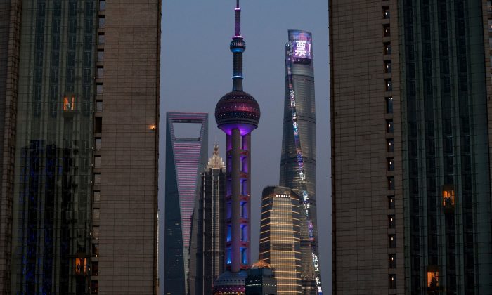 People use hotel elevators (L and R) next to the skyline of Pudong, the financial district of Shanghai, China on April 7, 2018. (Johannes Eisele/AFP/Getty Images)