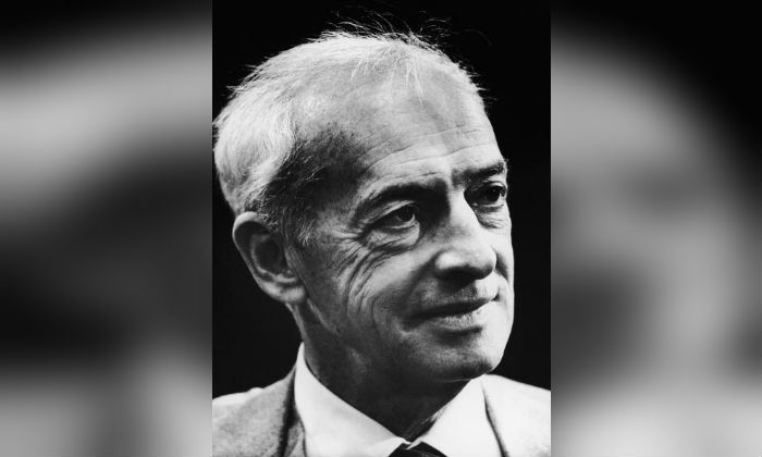 Canadian-born American novelist Saul Bellow (1915 - 2005), shortly after he was awarded the Nobel Prize for Literature, 1976. (Keystone/Hulton Archive/Getty Images)