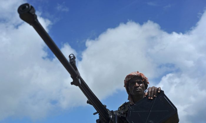 A Somali soldier holds a machine gun at Sanguuni military base, where an American special operations soldier was killed by a mortar attack on June 8, about 450 km south of Mogadishu, Somalia, on June 13, 2018. (Mohamed Abdiwahab/AFP/Getty Images)