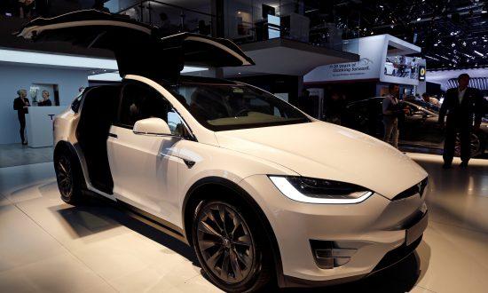 Apple Engineer Killed In Tesla Crash Complained Autopilot Had Steered Off Road Before