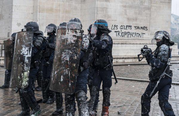 Riot police near the Arc de Triomphe