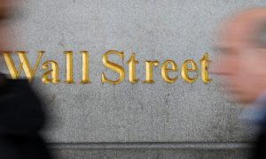 Wall Street Sinks on Worries Over Slowing Growth, Trade Truce Outcome