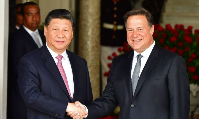 Panama's President Juan Carlos Varela (R) and Chinese leader Xi Jinping shake hands upon the latter's arrival at the presidential palace in Panama City, on Dec. 3, 2018. (Luis Acosta/AFP/Getty Images)