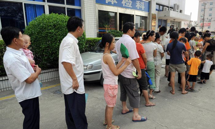 Parents accompanying their children for a check-up queue up in front of Longgang central hospital in Shenzhen, Guangdong Province on Sept. 21, 2008. (Ted Aljibe/AFP/Getty Images)