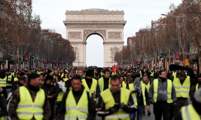 "Protesters wearing yellow vests take part in a demonstration by the ""yellow vests"" movement on the Champs Elysees below the Arc de Triomphe in Paris, France, Dec. 8, 2018. (Reuters/Benoit Tessier)"