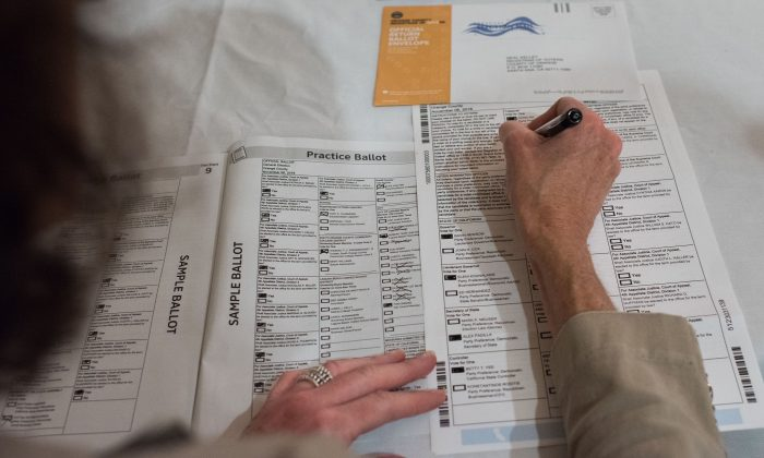 Voter Becky Visconti completes her mail-in ballot at a Ballot Party at a private residence in Laguna Niguel, in Orange County, Calif. on Oct. 24, 2018. (Robyn Beck/AFP/Getty Images)