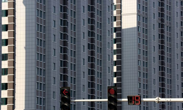 Traffic lights are seen in front of residential buildings in Huaian, Jiangsu Province, China on Oct. 6, 2018. (Reuters)
