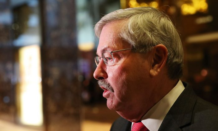 (File photo) U.S. Ambassador to China Terry Branstad was summoned by Chinese Vice Foreign Minister Le Yucheng on Dec. 9 over the arrest of Huawei CFO Meng Wanzhou. (Photo by Spencer Platt/Getty Images)