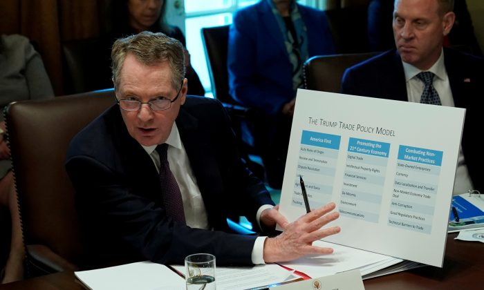 U.S. Trade Representative Robert Lighthizer speaks during a Cabinet meeting held by U.S. President Donald Trump at the White House on Oct. 17, 2018 in Washington DC. (Kevin Lamarque/Reuters)