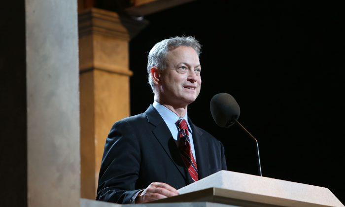 Everybody Loves Raymond' Star Calls for Actor Gary Sinise to