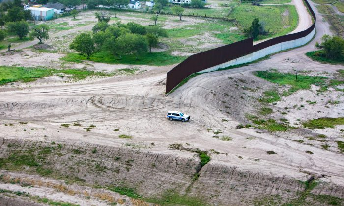 A portion of the border wall separating Texas and Mexico on May 30, 2017. (Benjamin Chasteen/The Epoch Times)