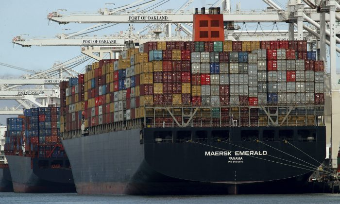 Container ship Maersk Emerald is unloaded at the Port of Oakland, Calif., on July 12, 2018. (AP Photo/Ben Margot, File)
