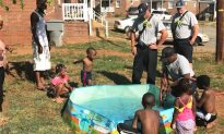 Firemen help fill kiddy pool for N.Carolina family on 90°F day