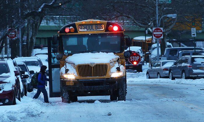A school bus picks up children in New York City on Jan. 22, 2014. (Spencer Platt/Getty Images)