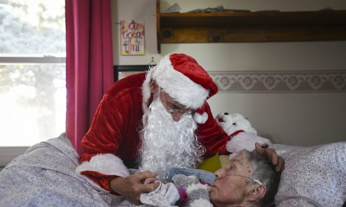 Don West, 90, leans in to kiss his wife Jackie goodnight at Golden Days II Adult Foster Care in Charlotte following a Christmas party for residents and staff at the home on Dec. 8, 2018. (Matthew Dae Smith/Lansing State Journal via AP)