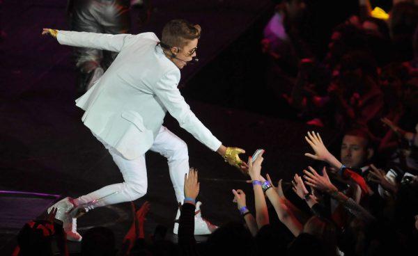 Justing Bieber-pop-singer-music-02 arena