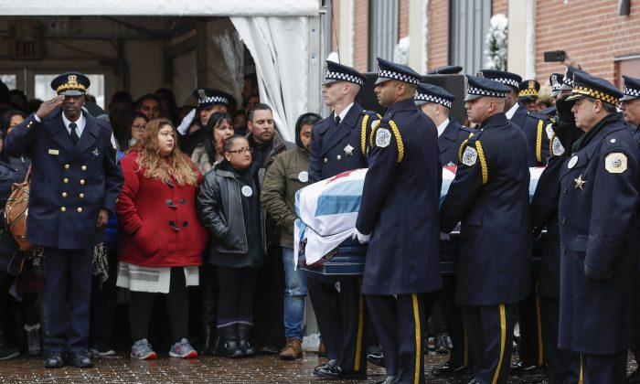 An honor guard carries the casket of slain Chicago Police Officer Samuel Jimenez to the hearse following funeral services at the Chapel of St Joseph at Shrine of Our Lady of Guadalupe in Des Plaines, Ill., on Nov. 26, 2018. (Kamil Krzaczynski/Getty Images)
