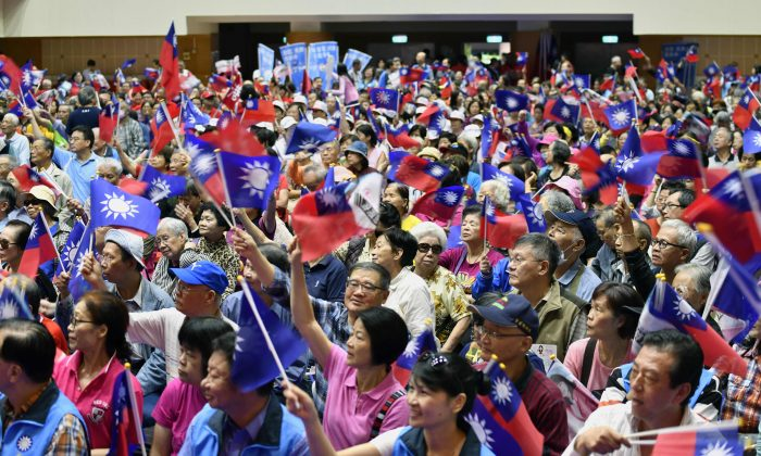A rally of the main opposition Kuomintang (KMT) for Taipei mayor candidate Ting Shou-chung during the elections campaign in Taipei, on Nov. 10, 2018. (Sam Yeh/AFP/Getty Images)