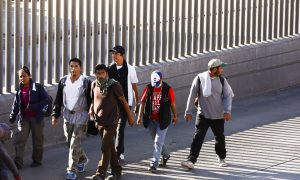 US to Make Asylum Seekers Wait in Mexico