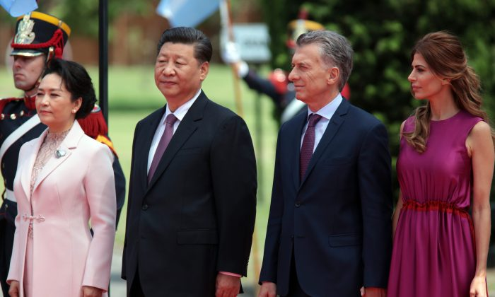 President of Argentina Mauricio Macri and his wife Juliana Awada receive Chinese leader Xi Jinping and his wife Peng Liyuan after the 2018 G-20 Leaders Summit on Dec. 2, 2018, in Buenos Aires, Argentina. (Ricardo Ceppi/Getty Images)