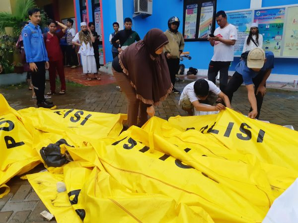 residents inspect body bags