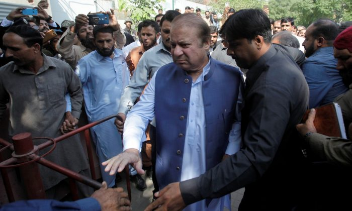Former Prime Minister Nawaz Sharif arrives to the district High Court ahead of a hearing on treason allegations, in Lahore, Pakistan on Oct. 8, 2018. (Reuters/Mohsin Raza)