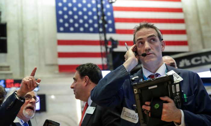 Traders and financial professionals work ahead of the closing bell on the floor of the New York Stock Exchange in New York City on Dec. 20, 2018. (Drew Angerer/Getty Images)