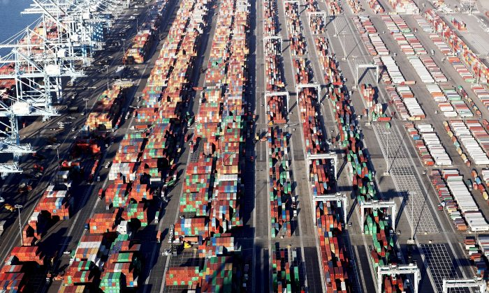 Shipping containers sit at the Port of Los Angeles, the nation's busiest container port, on Sept. 18, 2018. (Mario Tama/Getty Images)