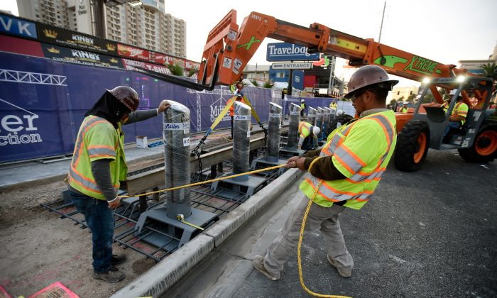 Construction workers on the Las Vegas Strip on Nov. 13, 2017. (David Becker/Getty Images)